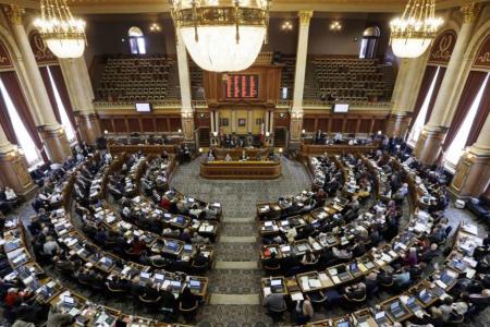 Iowa aprueba la prohibición del aborto más restrictiva de EE.UU