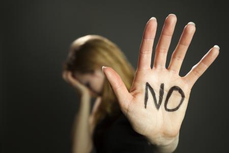 Mujer diciendo no a la violencia sexual